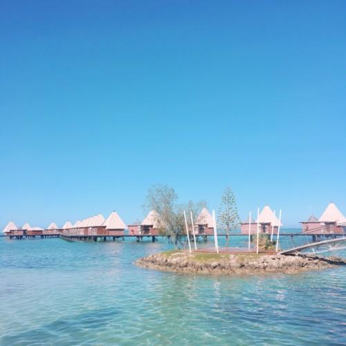 ニューカレドニアの水上コテージの画像